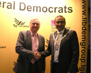 MK Mayor Welcomes Malcolm Bruce